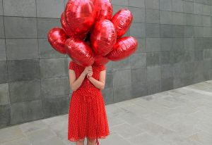 Mädchen mit Luftballon